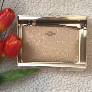 COACH LOGO EMBOSSED WRISTLET WALLET NEW W/ BOX